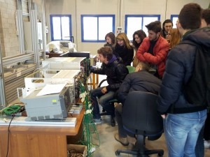 studenti del Galilei al laboratorio di Fisica dell'Università di Pavia